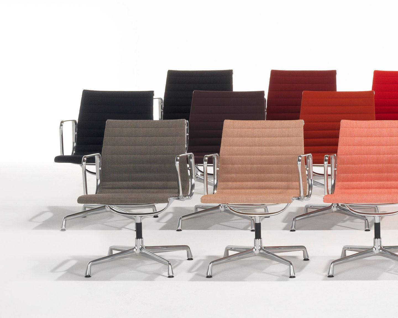 Vitra im showroom hamburg m04 moderne r umem04 for Alu chair nachbau