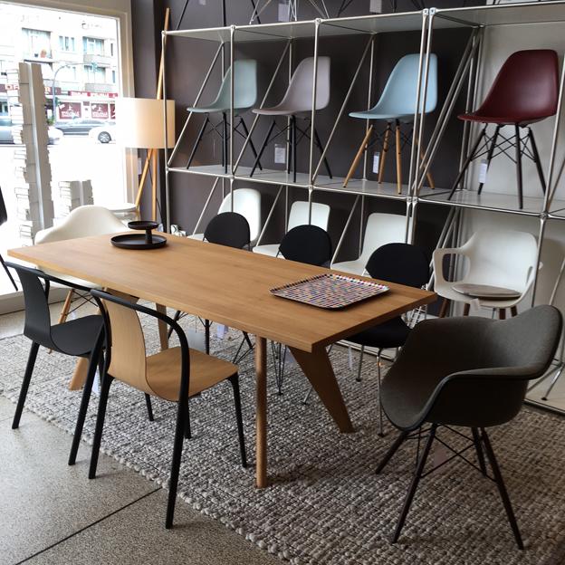 Gut Ein Entwurf Von 1941, Aktuell Und Modern Und Passt Ausgezeichnet Zu Den.  Plastic Chairs Von Charles Und Ray Eames.